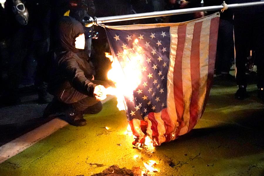 <p>Беспорядки в Портленде на фоне президентских выборов в США. Фото © ТАСС / AP</p>