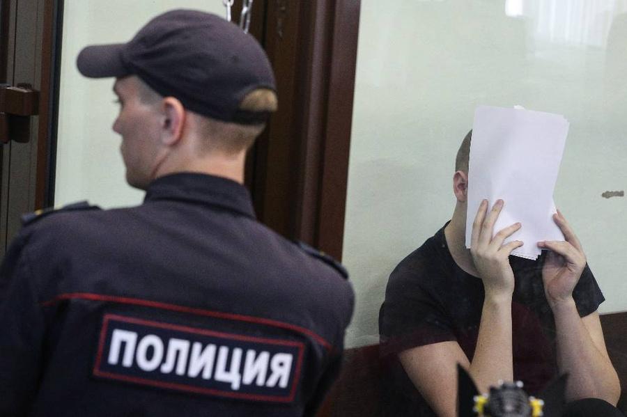 Рассмотрение дела Егора Сосина, обвиняемого в убийстве своей матери, в Казани. Фото © ТАСС / Егор Алеев