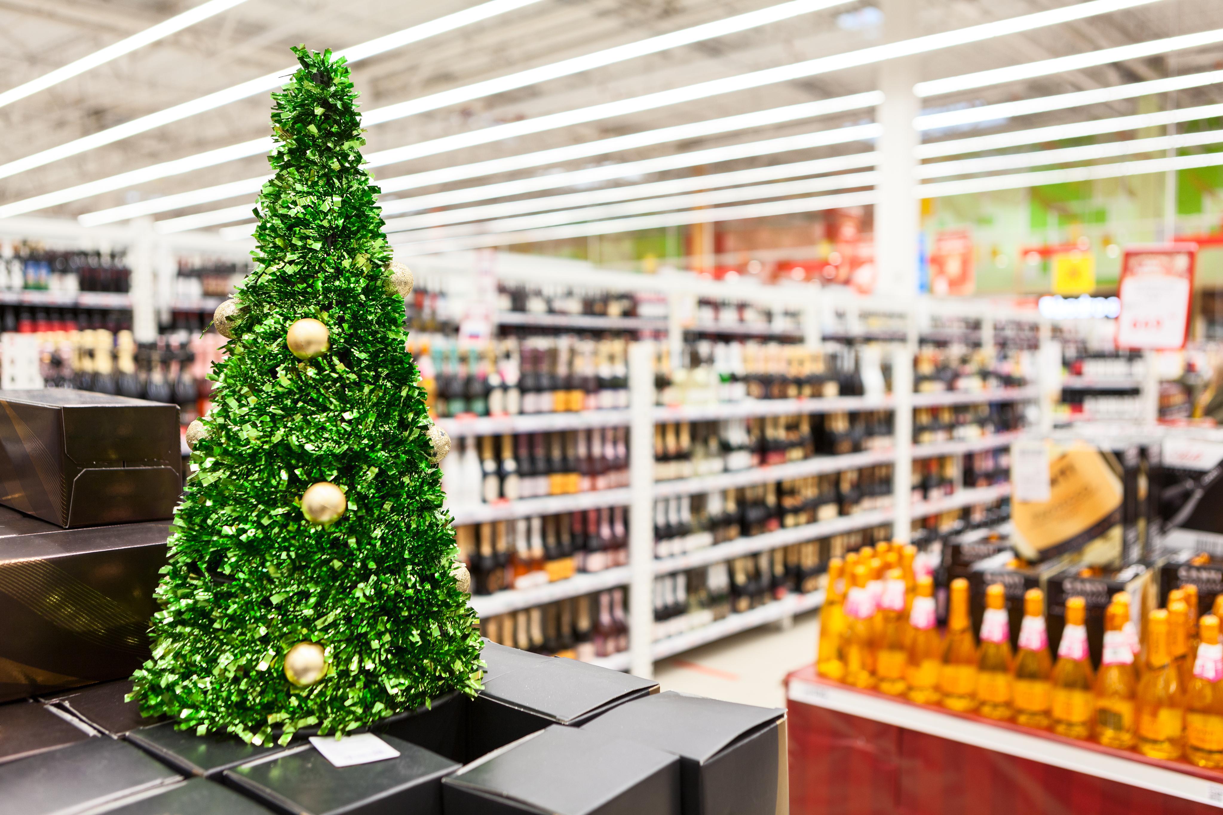 Рейтинг новогодних предложений. Какие продукты можно выгодно купить к празднику в Пятёрочке, Магните и Дикси