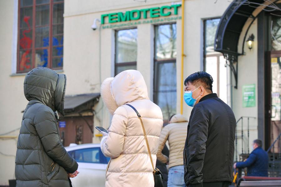 """<p>Очередь в лабораторию """"Гемотест"""" для диагностики на наличие коронавирусной инфекции. Фото © Агентство """"Москва"""" / Александр Авилов </p>"""