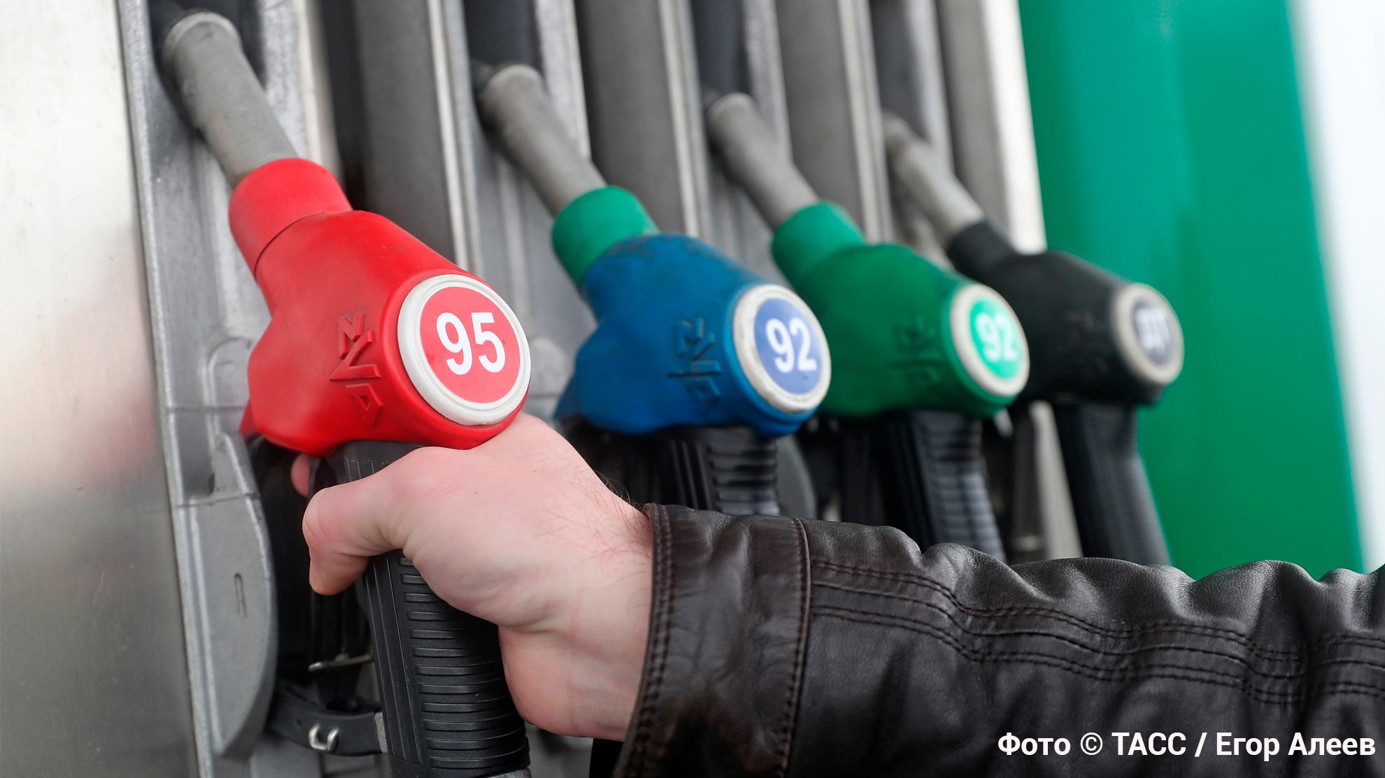 Добычу нефти увеличат. Как изменится курс рубля и цены на бензин