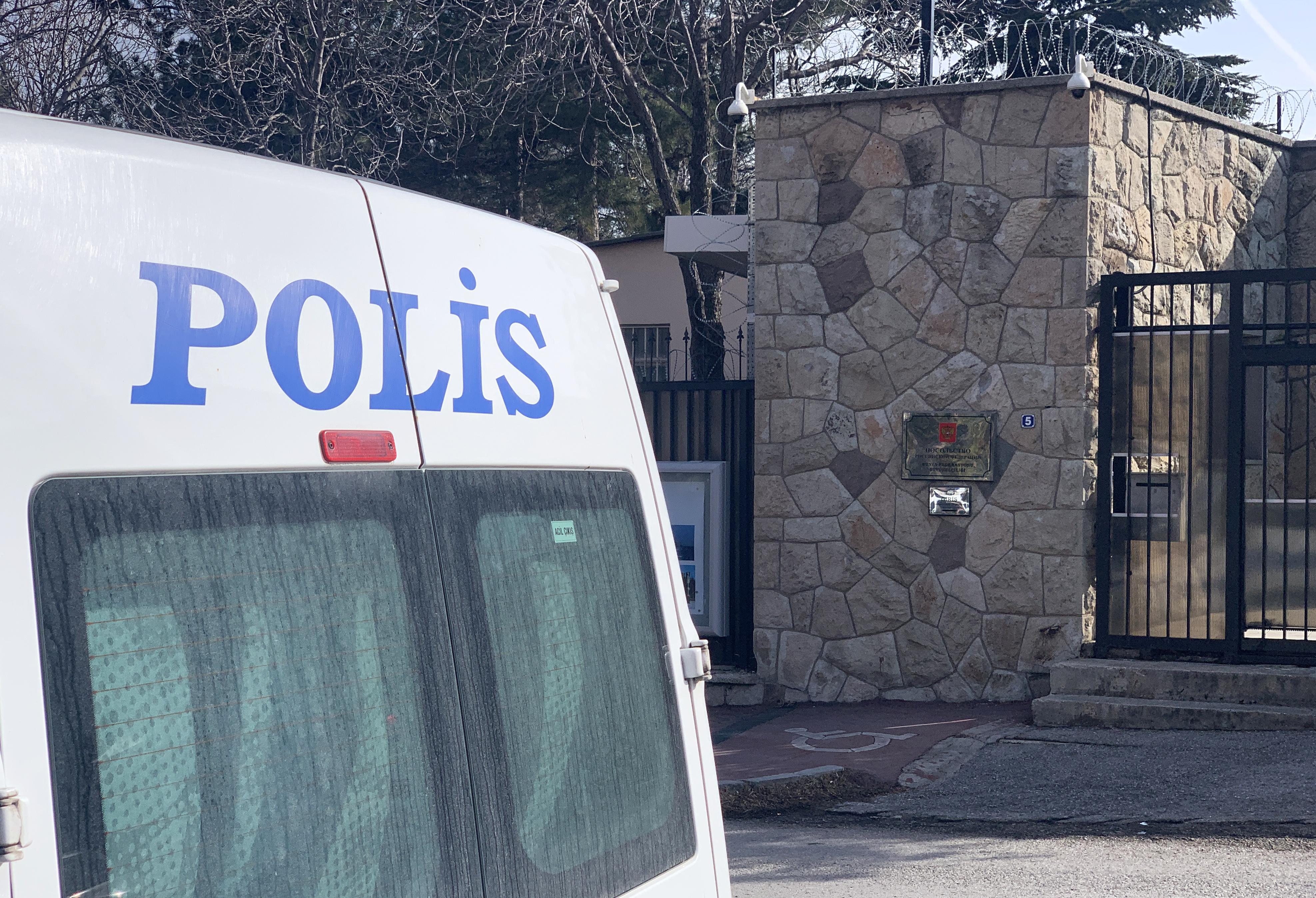 В Турции продлили срок задержания российских журналистов на три дня
