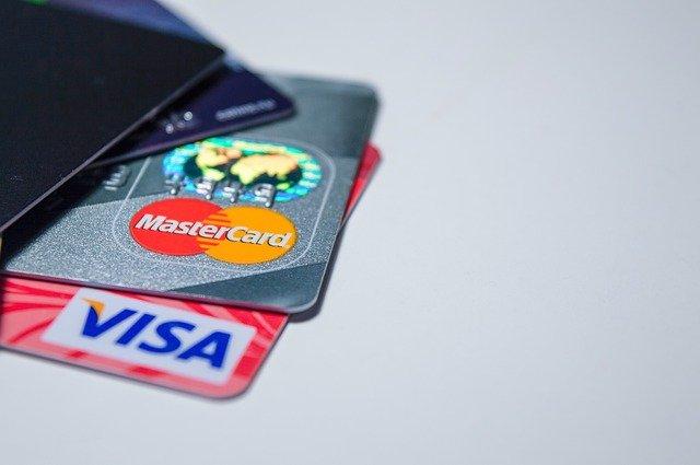 В России перед 8 Марта резко возросло количество переводов между банковскими счетами