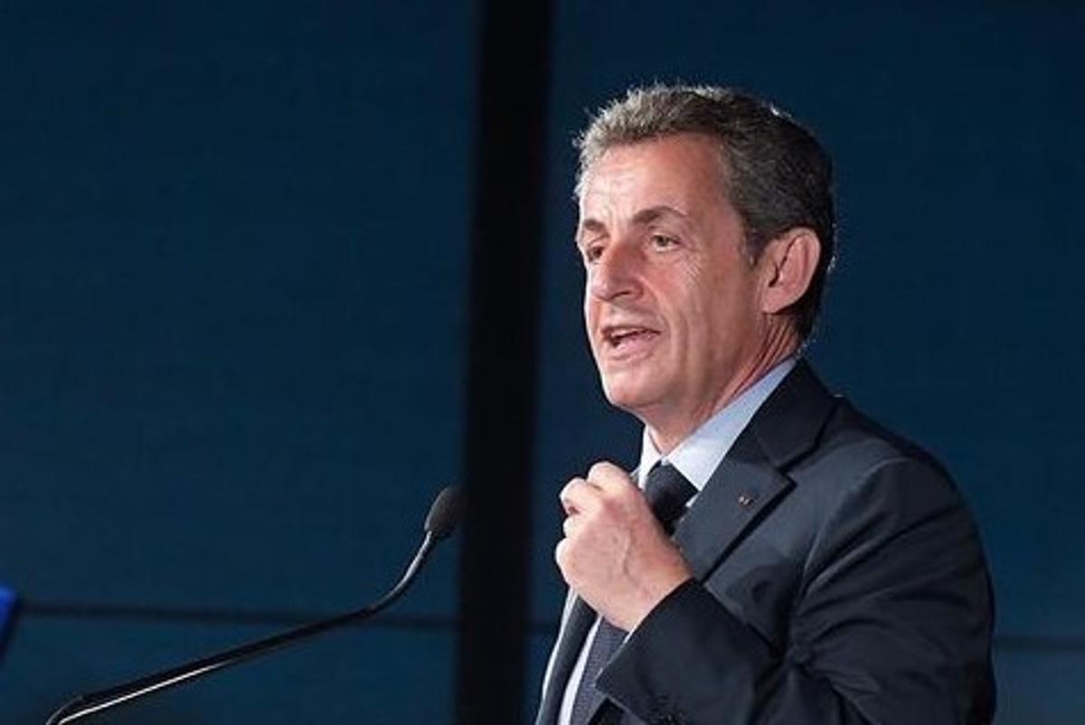 Экс-президента Франции Саркози требуют приговорить кчетырем годам тюрьмы