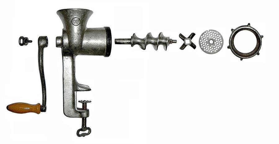 Механическая мясорубка. Фото © Wikimedia Commons