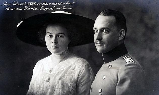Принц Генрих XXXIII (младшая линия Рейсс) со своей невестой, принцессой Пруссии (1913 год). Фото ©Pereformat.ru