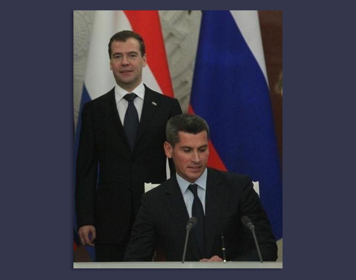 Медведев и Магомедов Фото © superlinguist.com