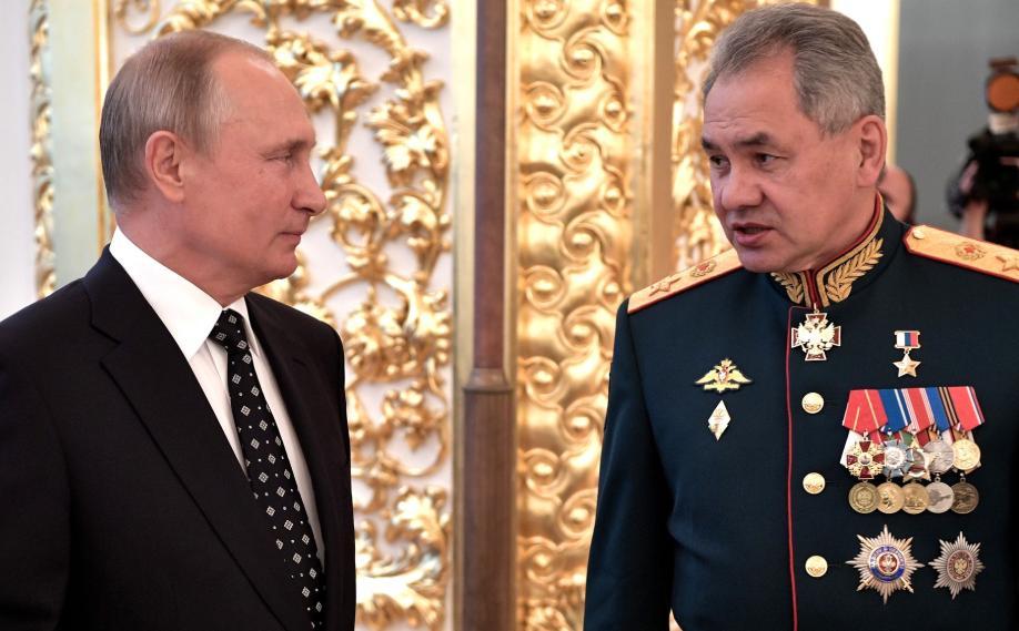 """<p>Путин и Шойгу наприёме вчесть выпускников военных вузов в 2018 году. </p><p>Фото © <a href=""""http://kremlin.ru/events/president/news/57892/photos/54465"""" target=""""_blank"""" rel=""""noopener noreferrer"""">Пресс-служба Кремля</a></p>"""