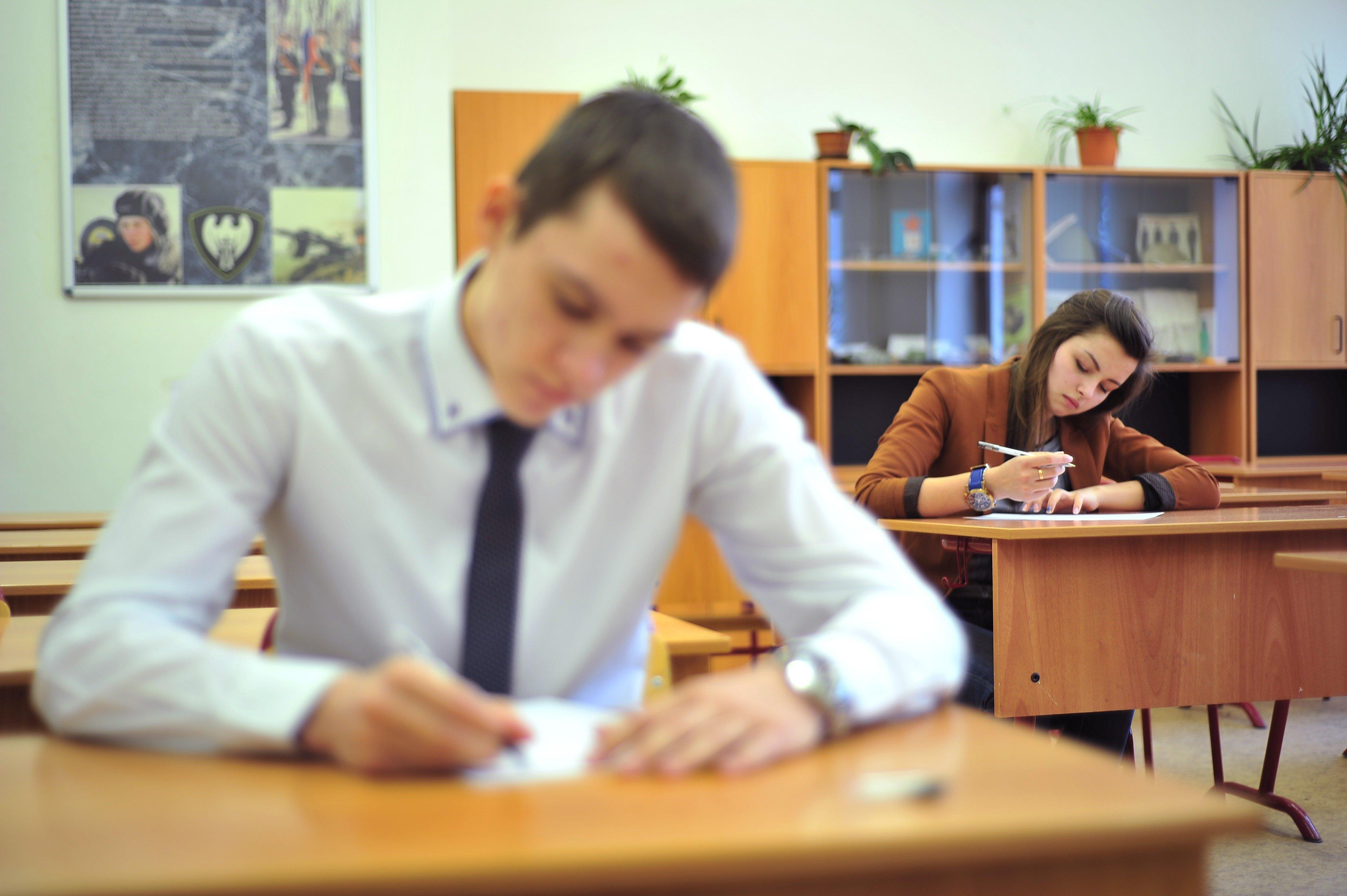 Названы ошибки, которые чаще всего допускают на ЕГЭ по русскому языку. В топе слабых мест — запятые и фамилии писателей