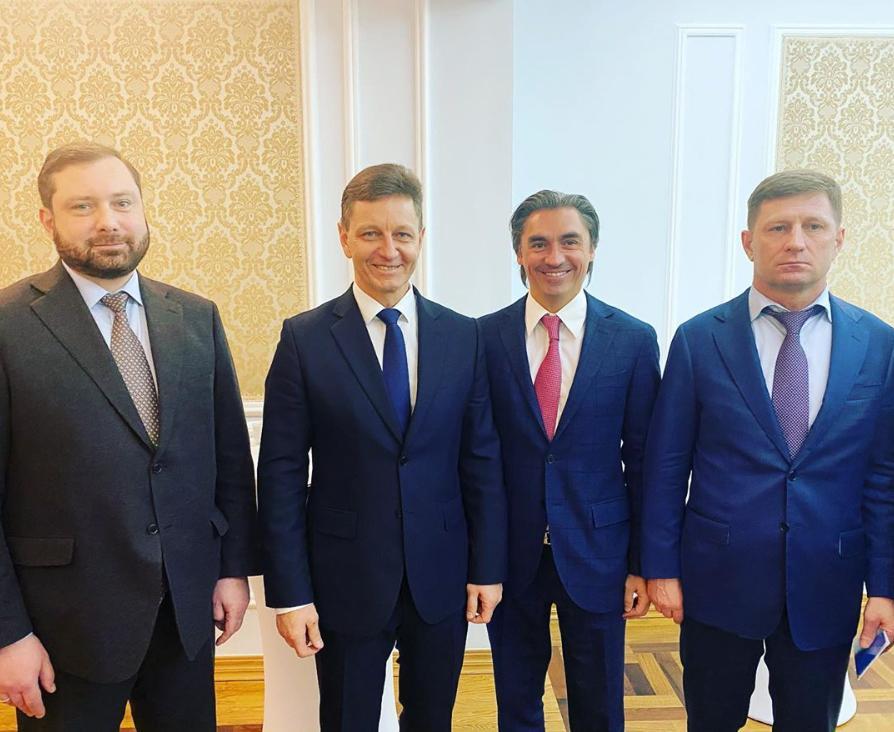 Свинцов в окружении трёх губернаторов из ЛДПР — Островского, Сипягина и Фургала. Фото © Instagram / svintsov_ldpr.tv