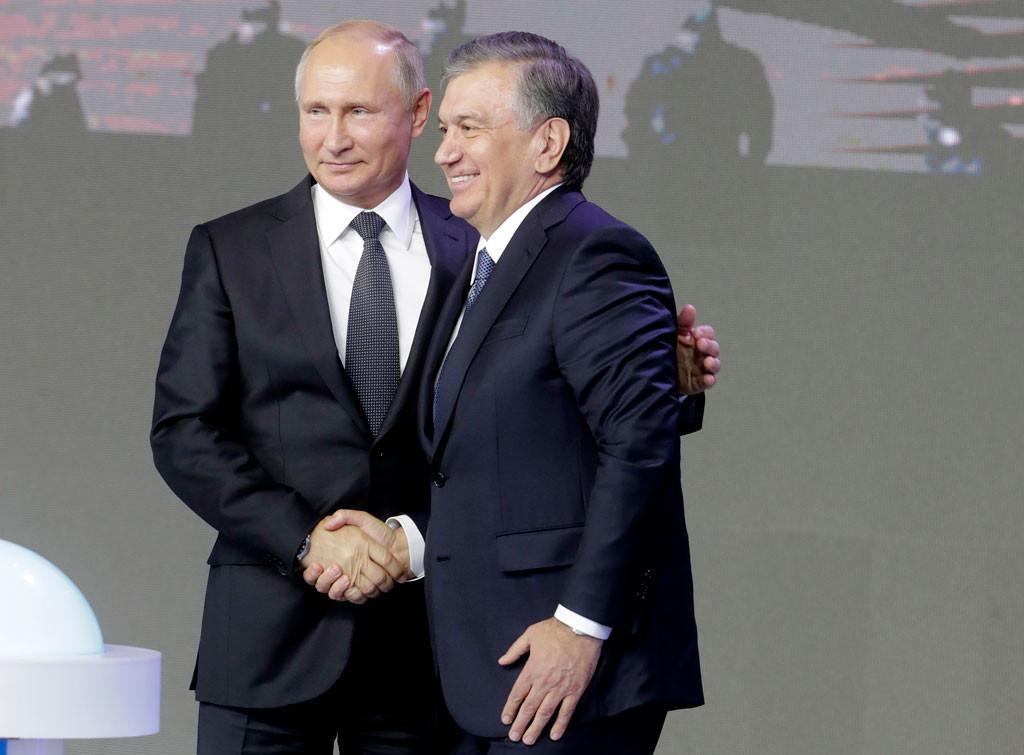 Путин после парада переговорил «наногах» сглавами нескольких стран