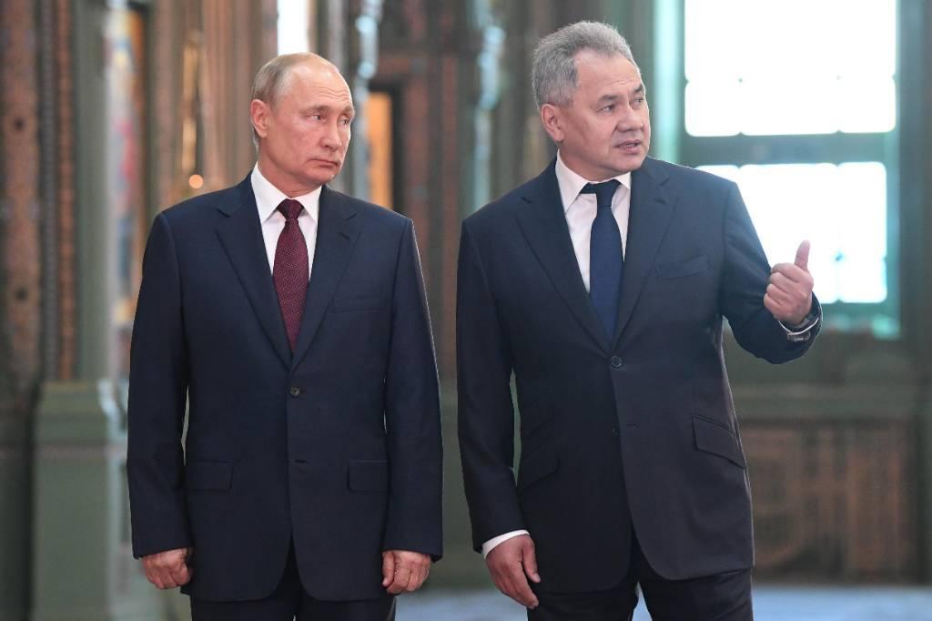 <p>Президент РФ Владимир Путин и министр обороны РФ Сергей Шойгу. Фото © ТАСС /  Алексей Никольский</p>