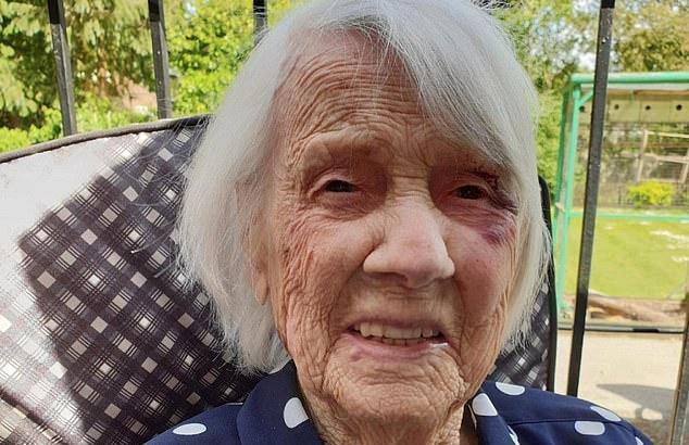 104-летняя старушка, вылечившаяся от коронавируса за 10 дней, назвала своё секретное лекарство