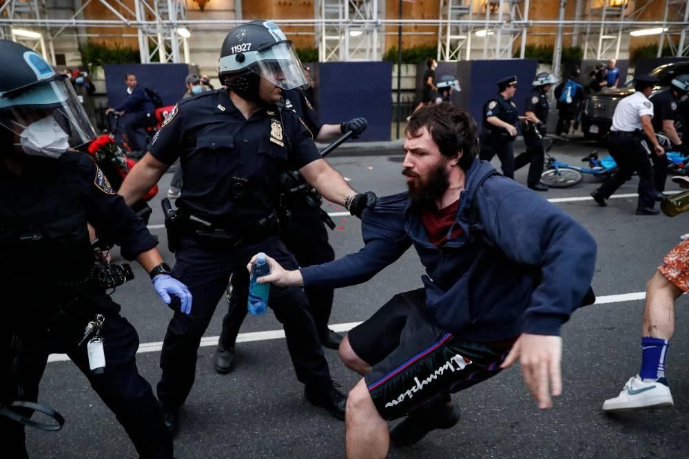 За сутки задержаны около 300 участников протестов в Нью-Йорке