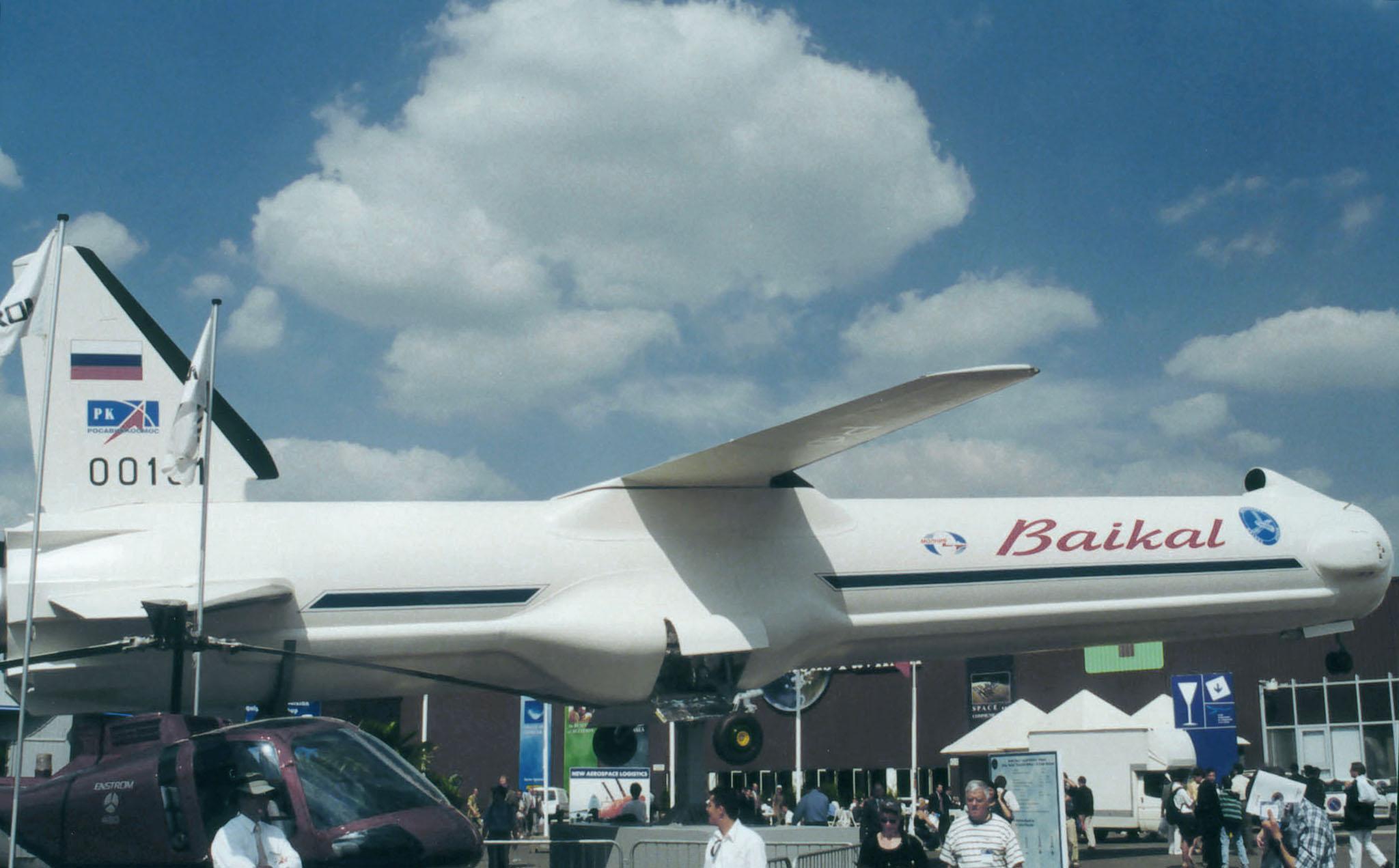 """Макет многоразового ракетного ускорителя """"Байкал"""" на выставке во Франции, 2001 год. Фото © ТАСС / Александр Кондрашов"""
