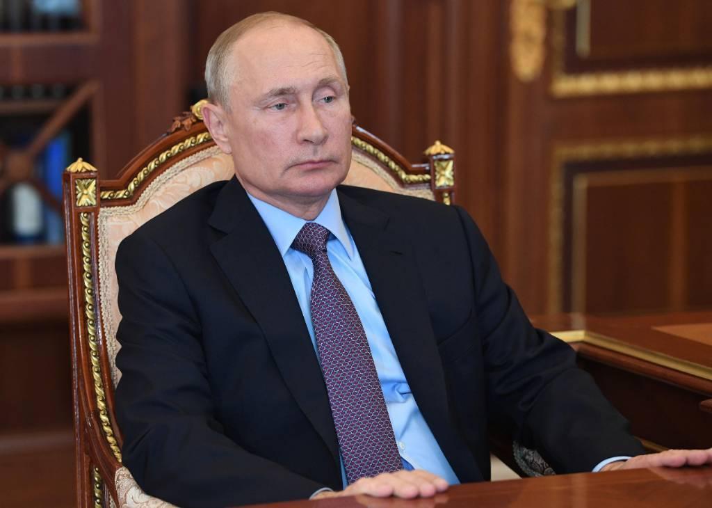 Песков рассказал об отношении Путина к проявлениям гомофобии