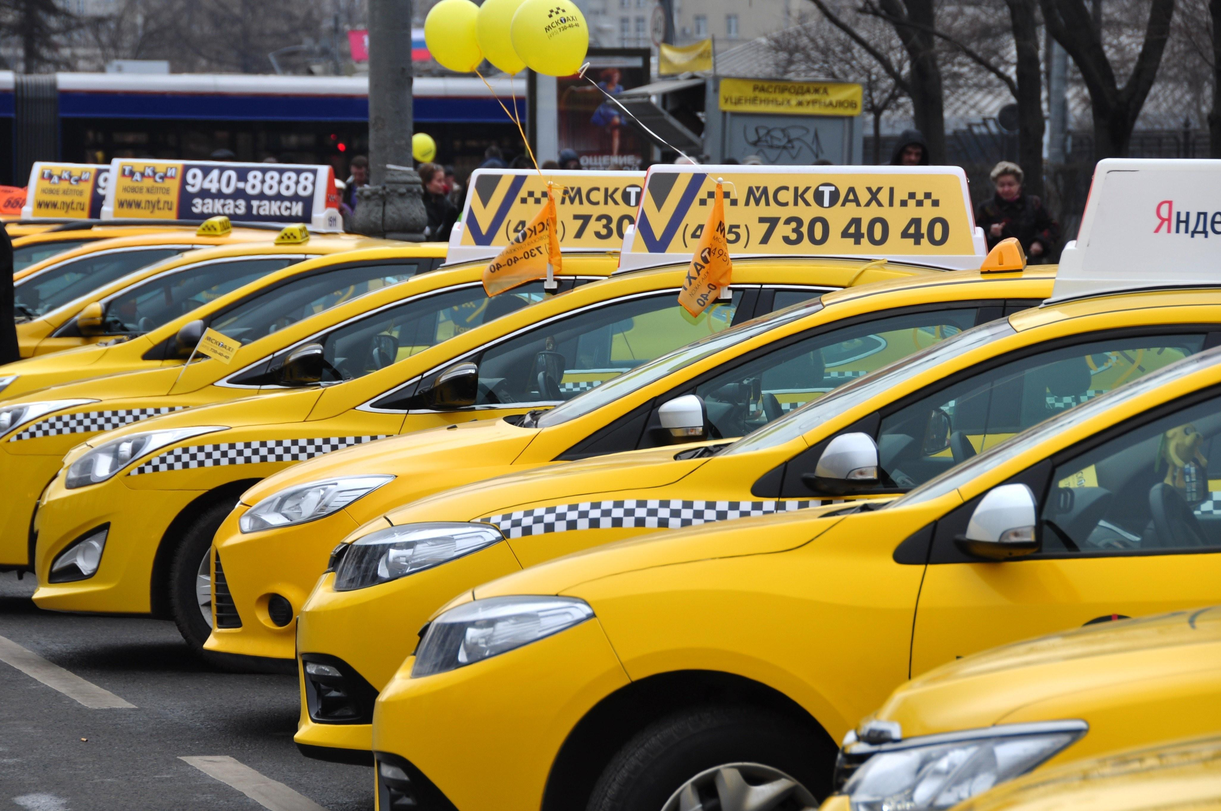 Разозлился, что разбудили. Полиция нашла пьяного пассажира такси, открывшего стрельбу на МКАД