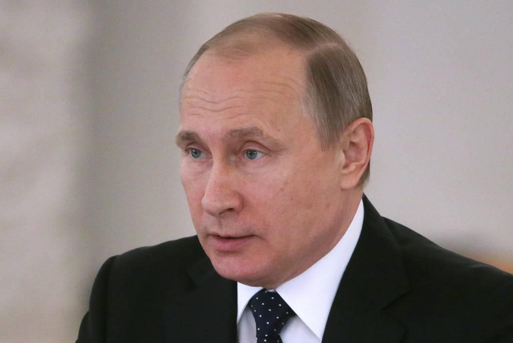 Путин утвердил индексацию окладов госслужащих