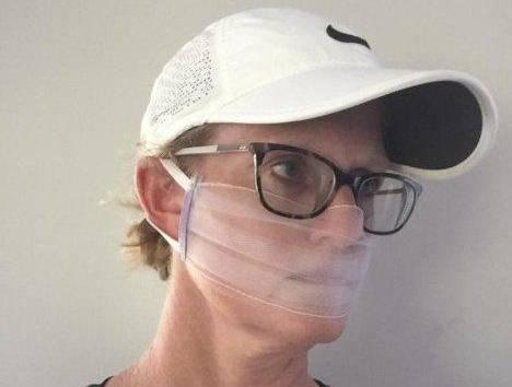 Пользователи Сети узнали, что их красивые маски не только бесполезны, но и смертельно опасны
