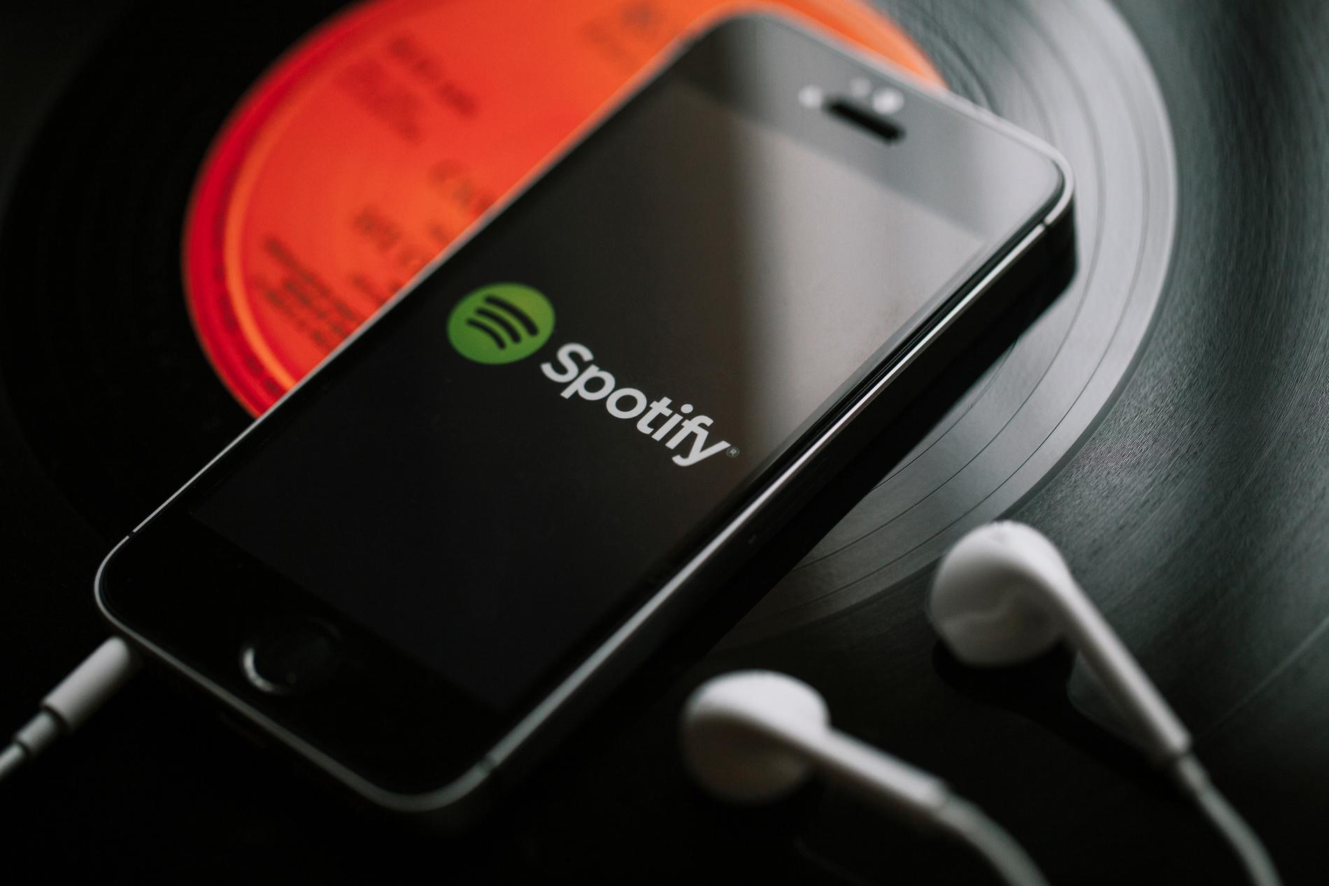 """Spotify наконец появился в России. Он интереснее """"Яндекс.Музыки"""" и Apple Music, но есть проблемы"""