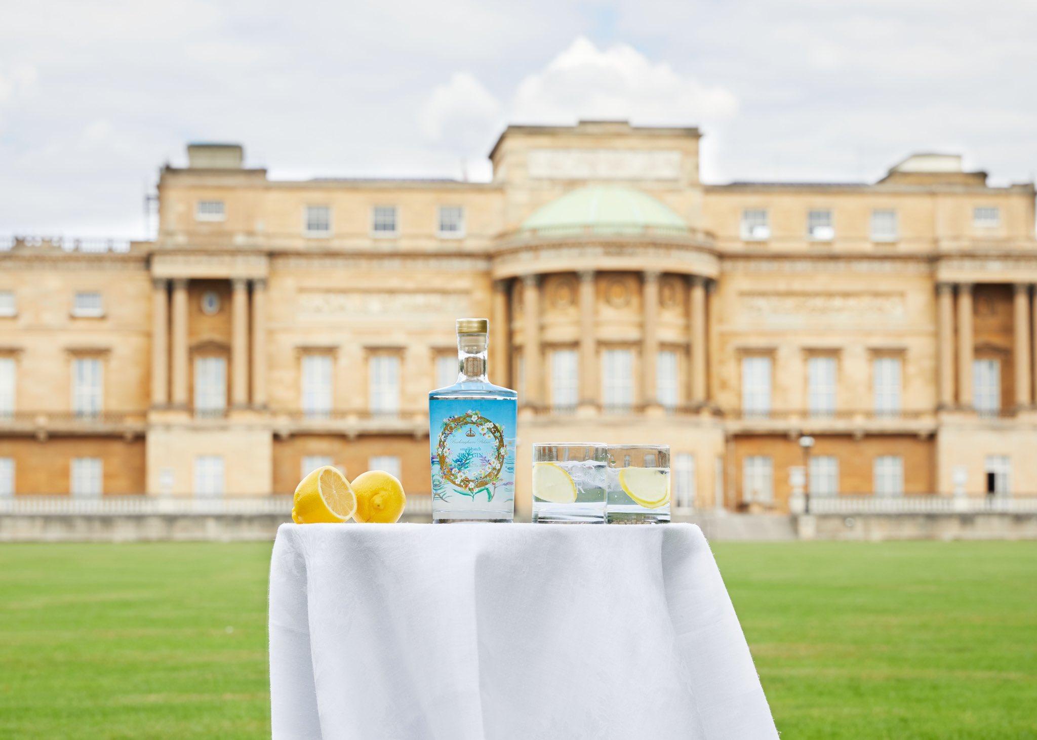 Букингемский дворец из-за падения доходов от туризма начал продавать королевский джин