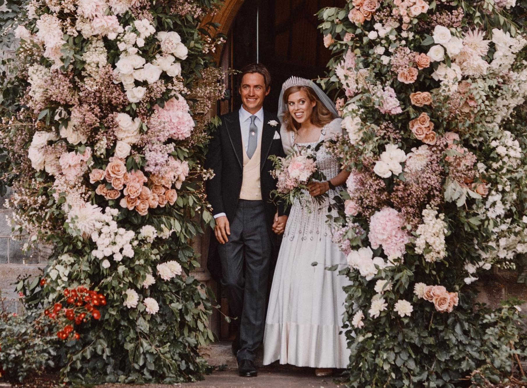 "<p>Принцесса Беатрис и её муж Эдоардо Мапелли-Моцци. Фото © Twitter / <a href=""https://twitter.com/RoyalFamily"" target=""_blank"" rel=""noopener noreferrer"">The Royal Family</a></p>"