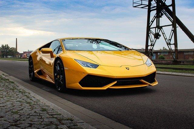 Житель америки  купил Lamborghini Huracan насредства, выделенные как помощь при пандемии