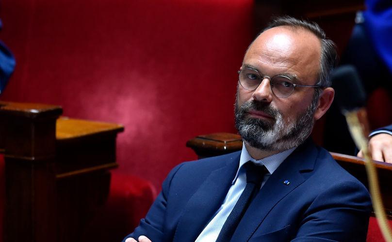 Руководство Франции вместе спремьером уходит вотставку