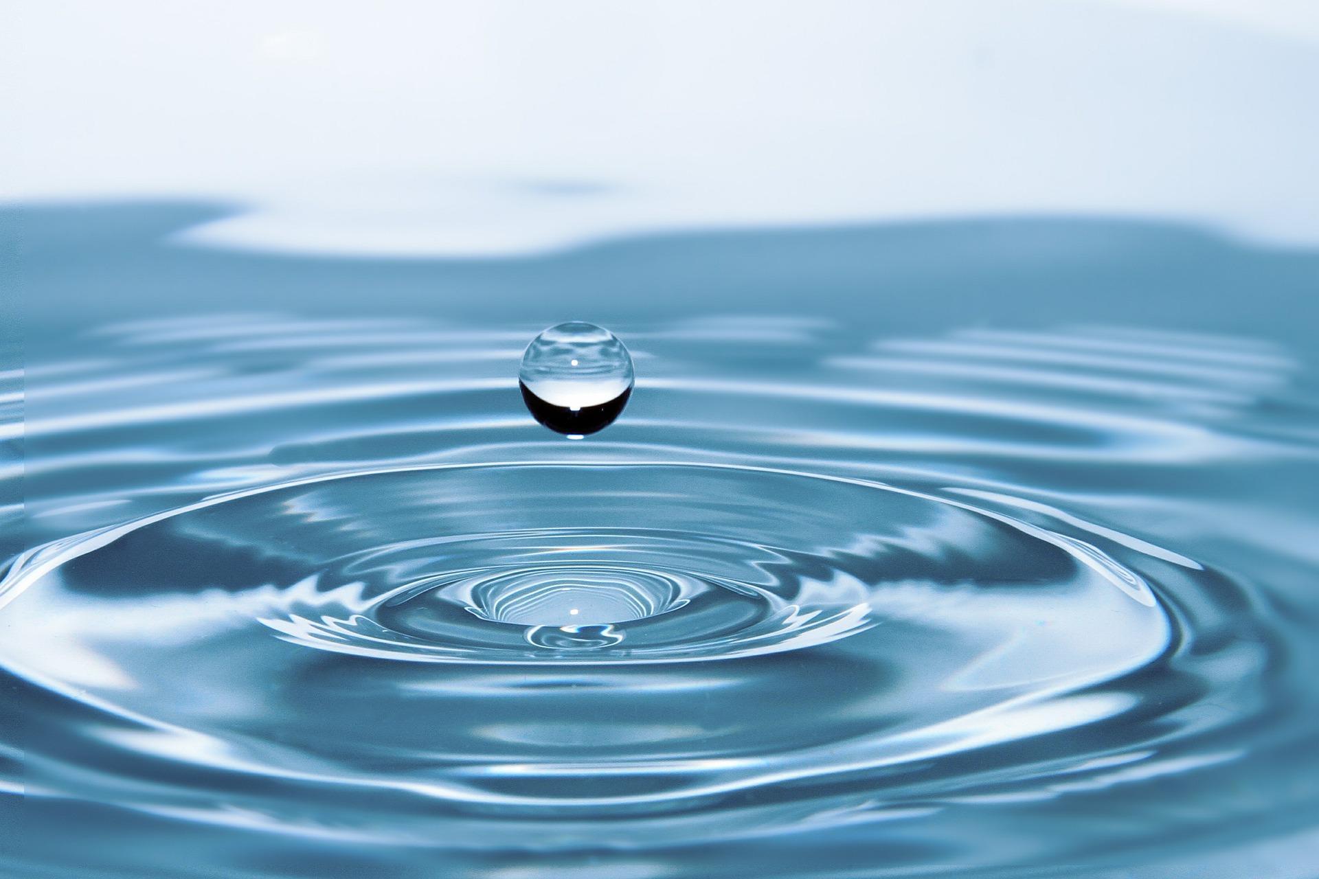 В Роспотребнадзоре рассказали, сколько коронавирус живёт в воде