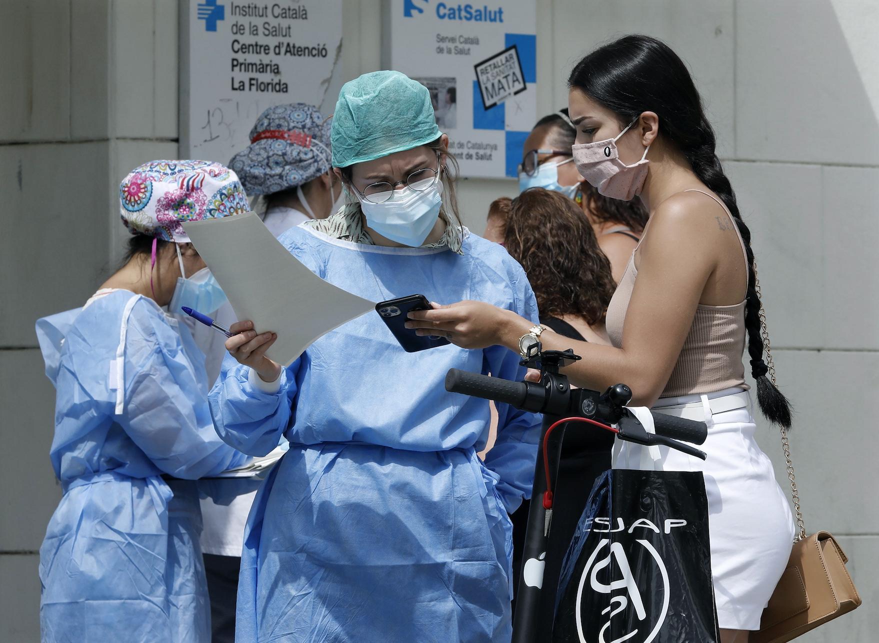 В мире опять поставлен рекорд по приросту случаев коронавируса за сутки