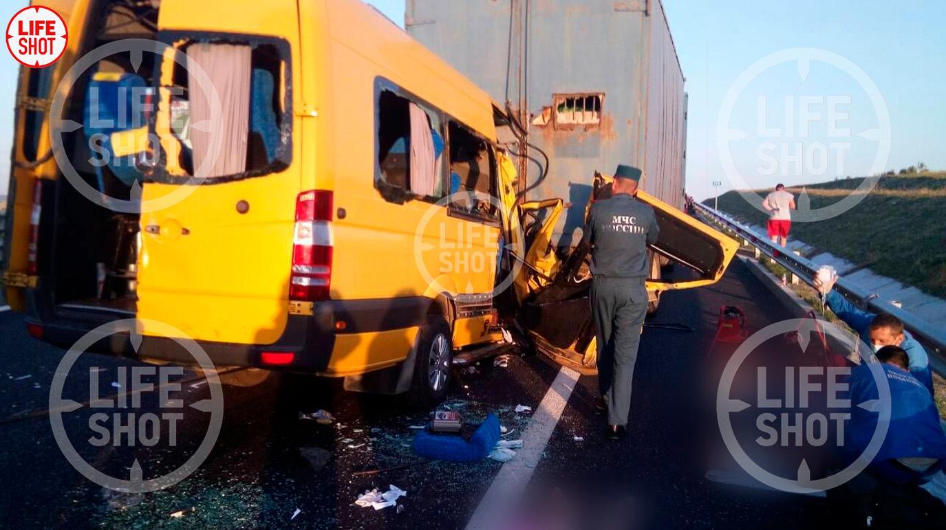Число погибших в ДТП с маршруткой в Крыму возросло до восьми. В МВД назвали причину