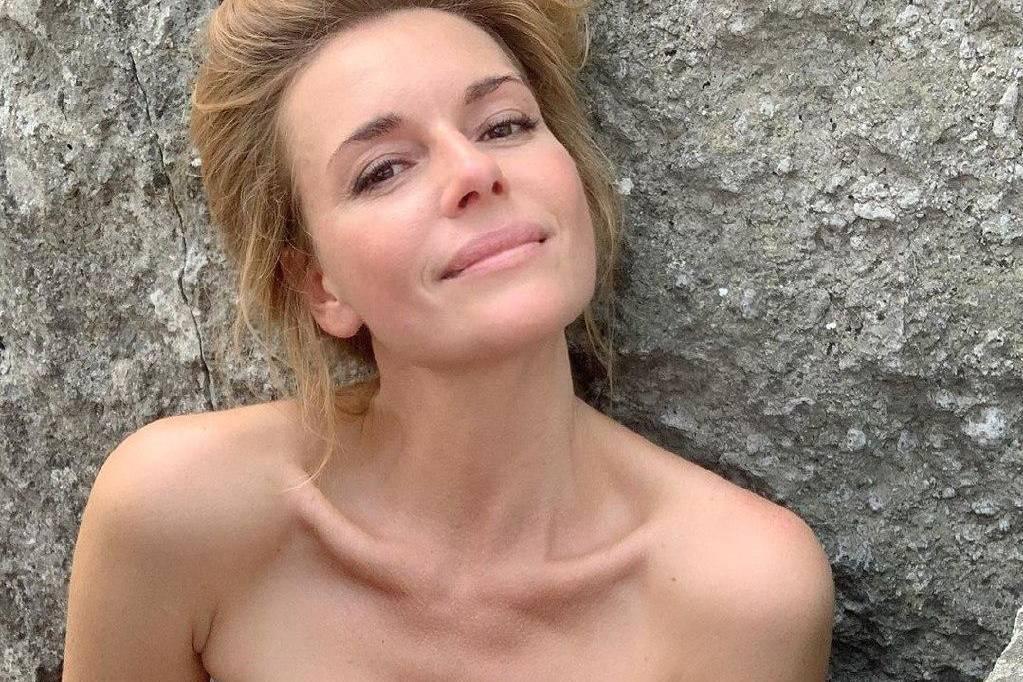 42-летняя Любовь Толкалина разделась для образа Русалочки, прикрыв всё самое интересное ракушками