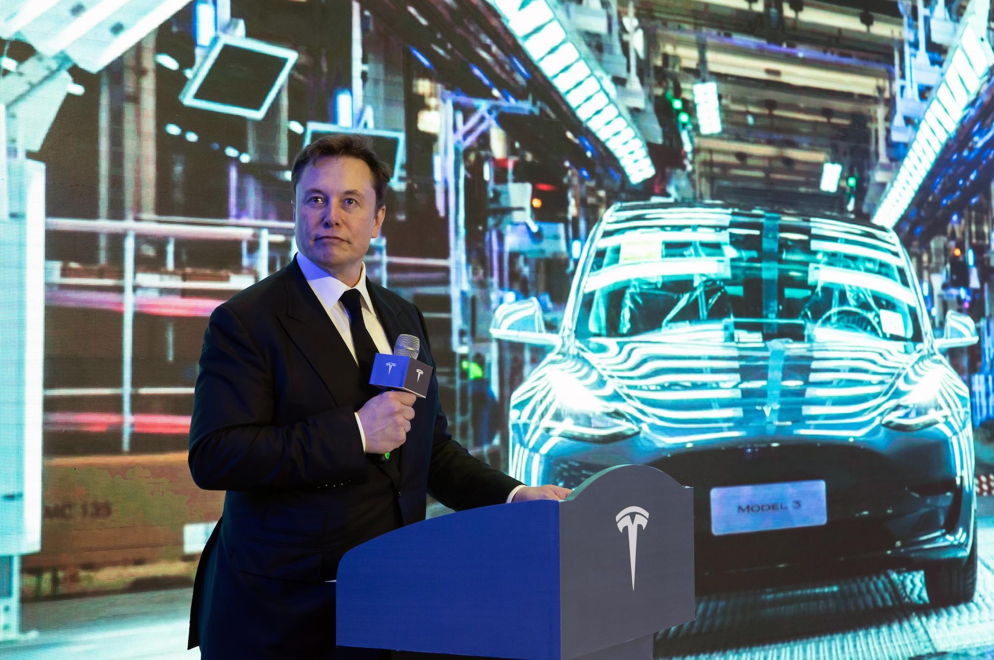 Илон Маск заявил о скором создании полностью автономной машины