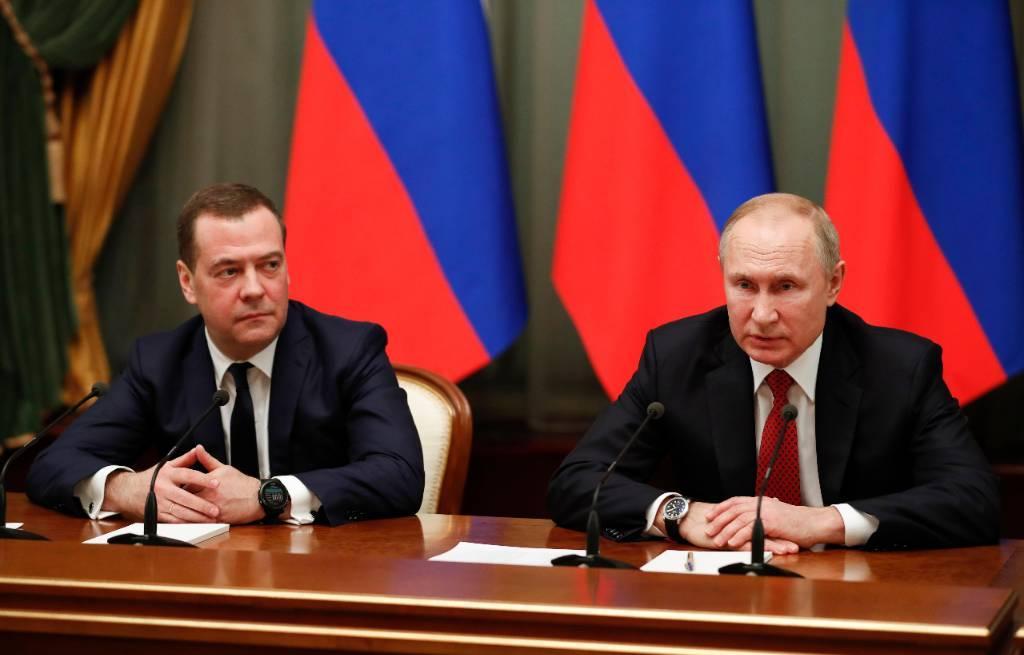 Медведев — об общении с Путиным: Добрые товарищеские отношения