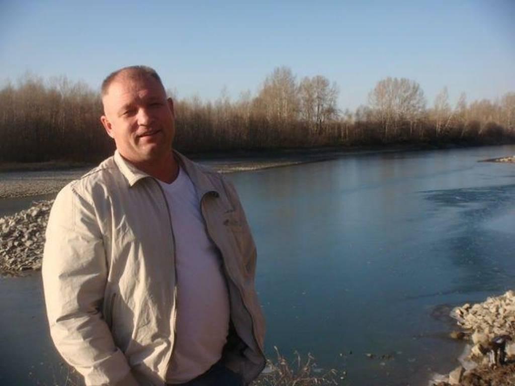 СК предъявил обвинение директору алтайской турбазы, где нашли умершими семью с двумя детьми