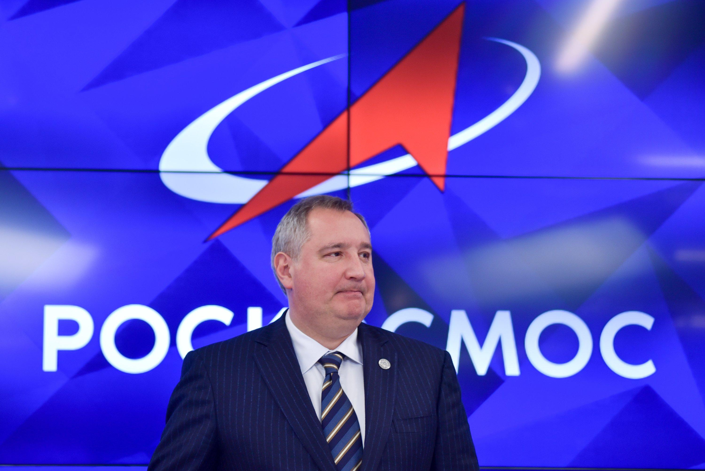 Рогозин предложил украшать ракеты и корабли хохломой и гжелью
