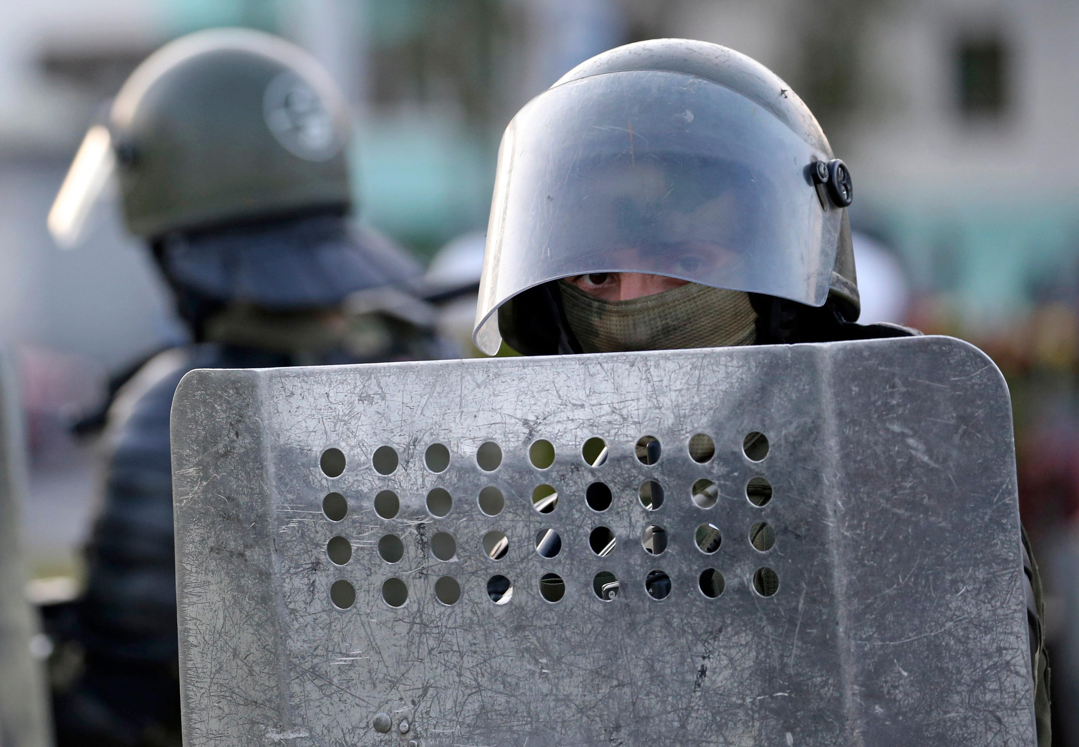 СК Белоруссии подозревает российских журналистов Важенкова и Рогова в участии в беспорядках
