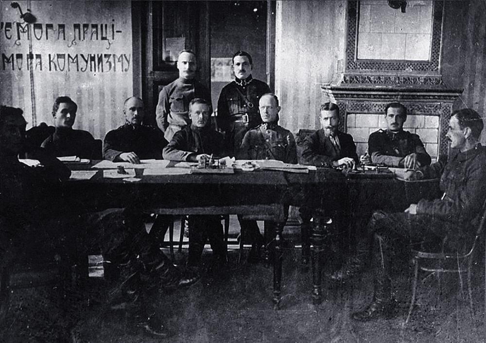 Русско-украинско-польская мирная фронтовая делегация, г. Бердичев, октябрь 1920 года. Фото © Wikipedia