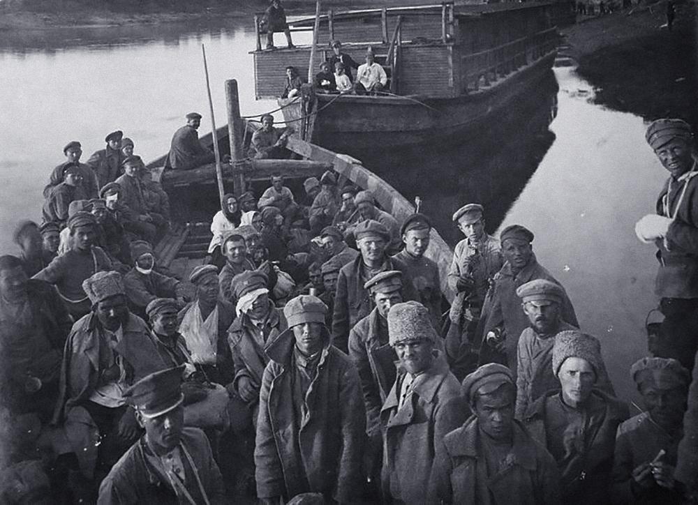 Военнопленные с польского фронта. Фото © Wikipedia