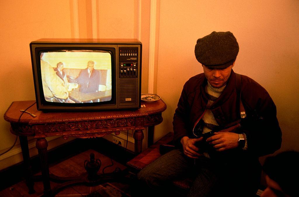 Трансляция судебного слушания по телевидению. Фото © Peter Turnley / Corbis / VCG via Getty Images