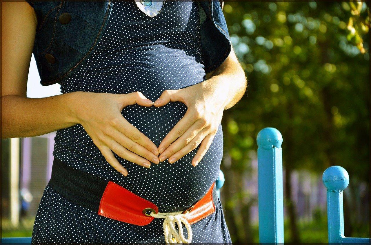 Гинеколог рассказала, что резкий отказ от курения во время беременности может грозить выкидышем