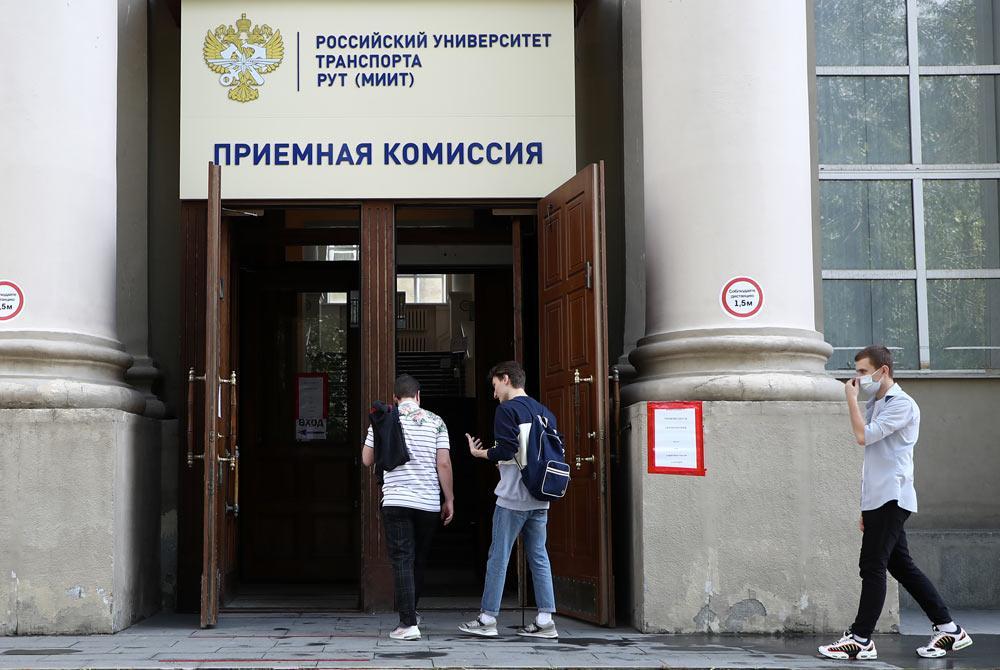 В России не планируют делать все места в вузах бюджетными