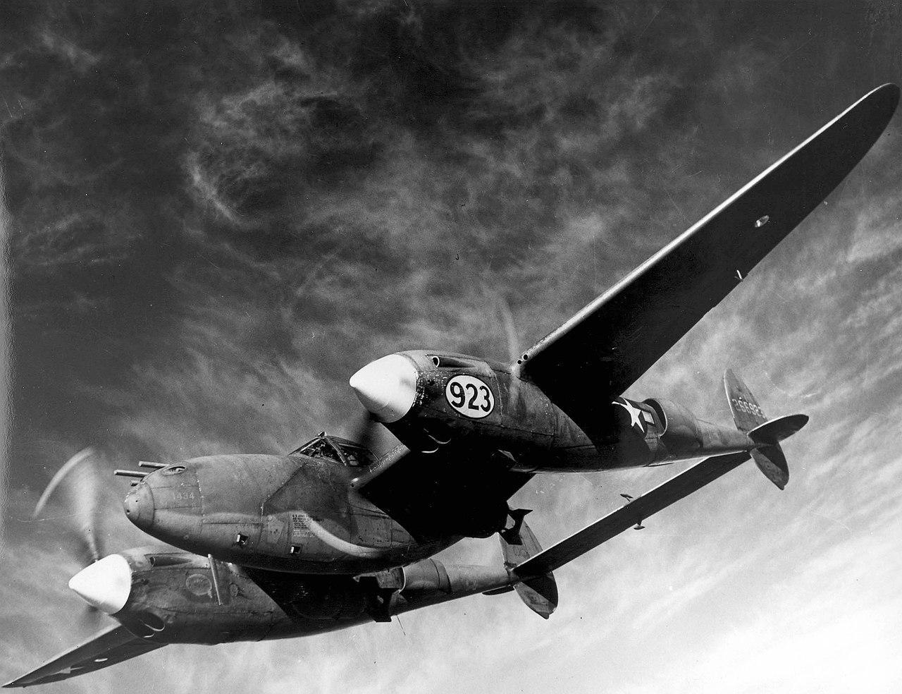 Разработанный компанией Lockheed Aircraft Corporation самолёт P-38 Lightning был единственным американским истребителем, который непрерывно производился на протяжении всей Второй мировой войны. Фото © wikipedia
