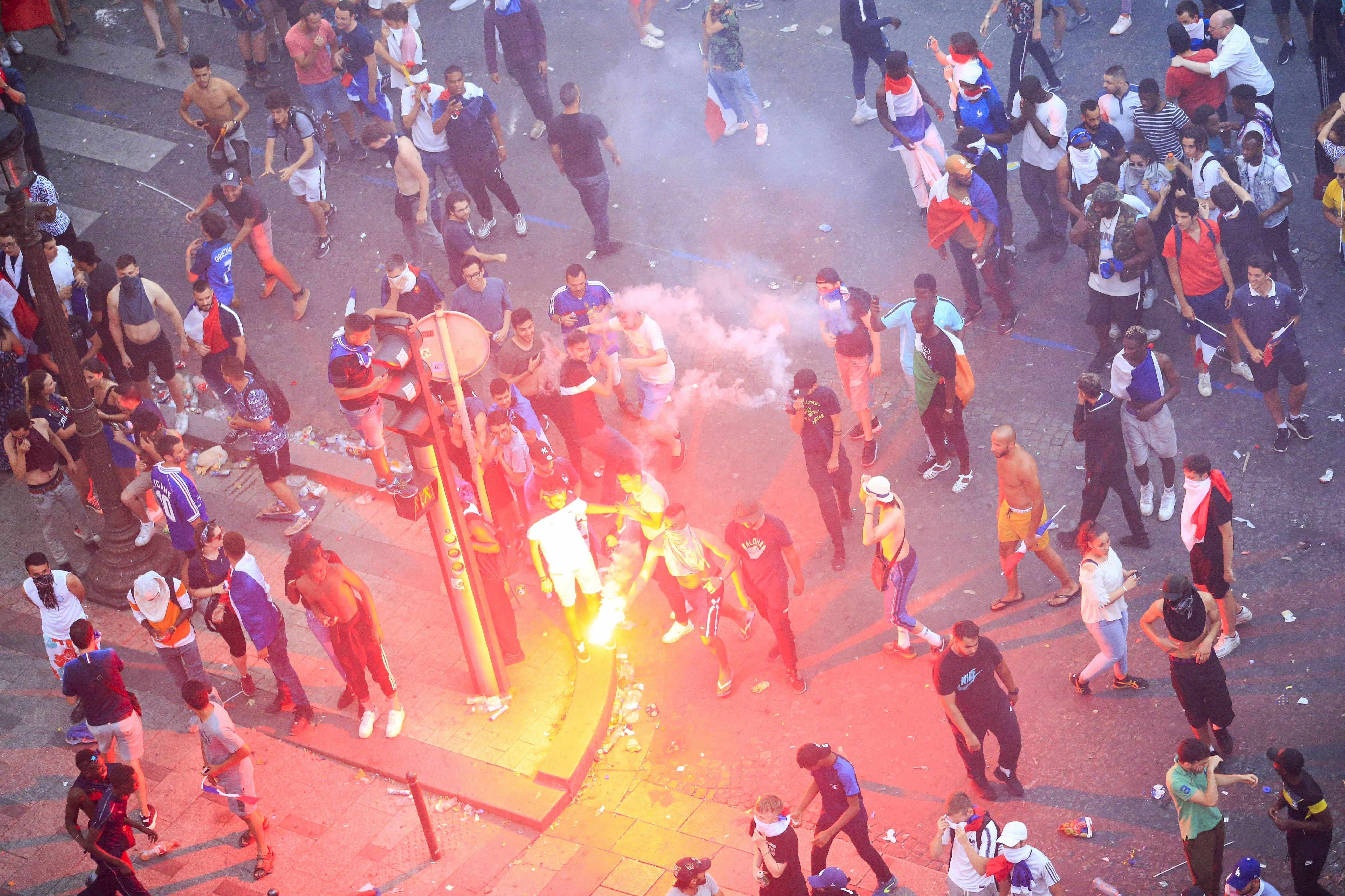 Беспорядки в Париже во время празднования победы сборной Франции в чемпионате мира по футболу — 2018. Фото © Zuma / TASS / Panoramic