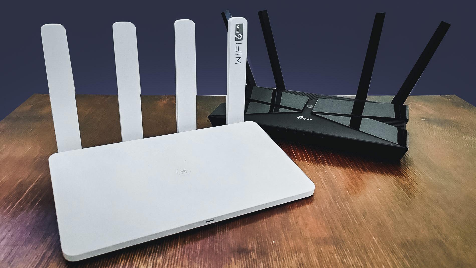 Honor Router 3 и TP-Link Archer AX50. Фото © LIFE / Денис Марков