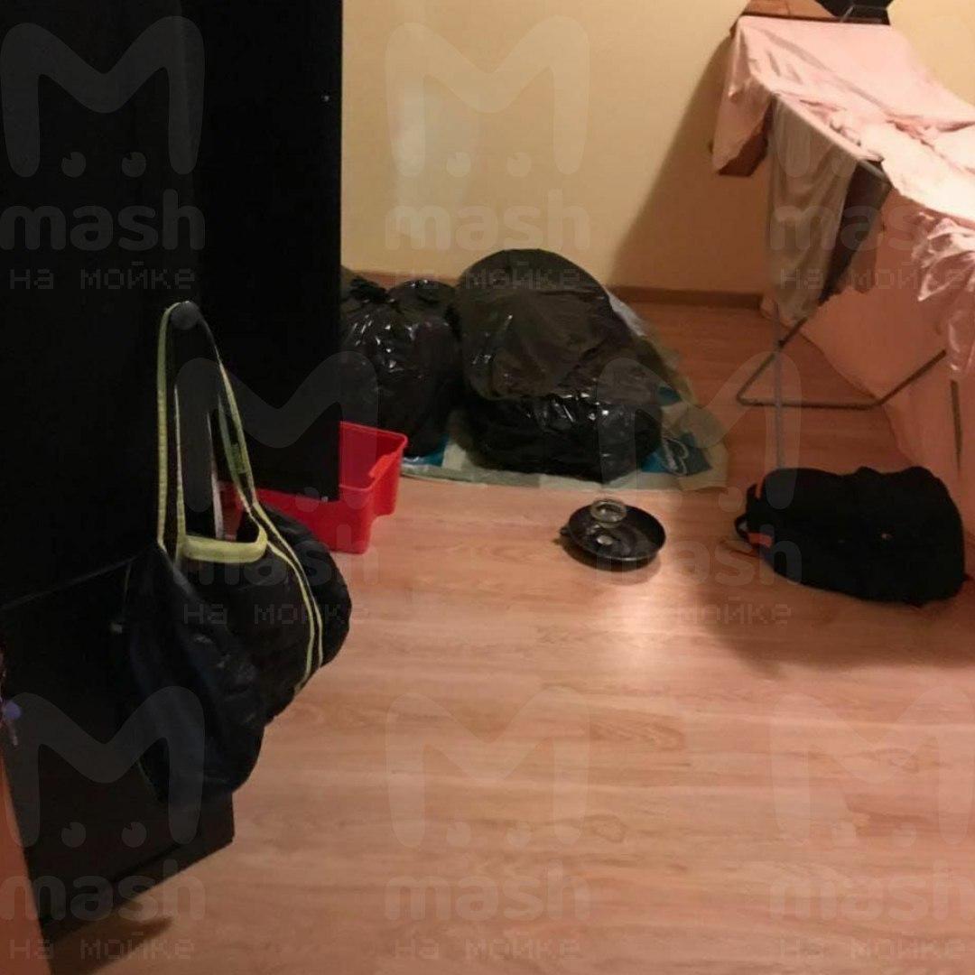 Чёрные пакеты с расчленённым рэпером. Фото © Mash на Мойке