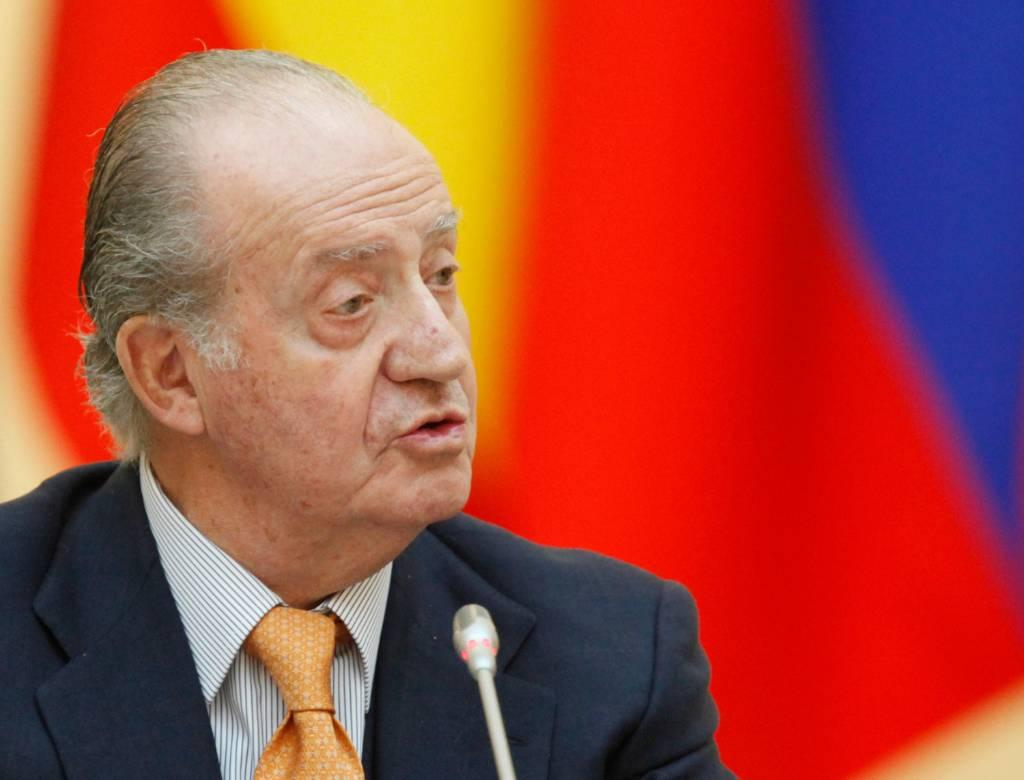 Экс-король Испании Хуан Карлос I решил покинуть страну
