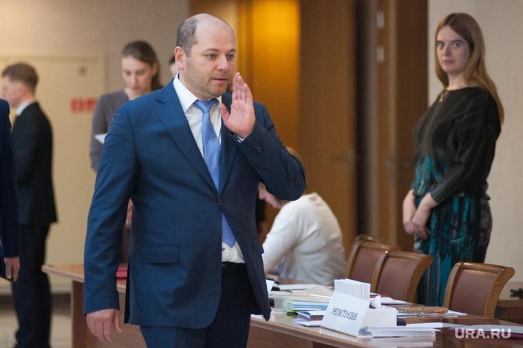 Секрет прост. Свердловского депутата-банкрота с 4 копейками дохода в год содержит бывшая жена