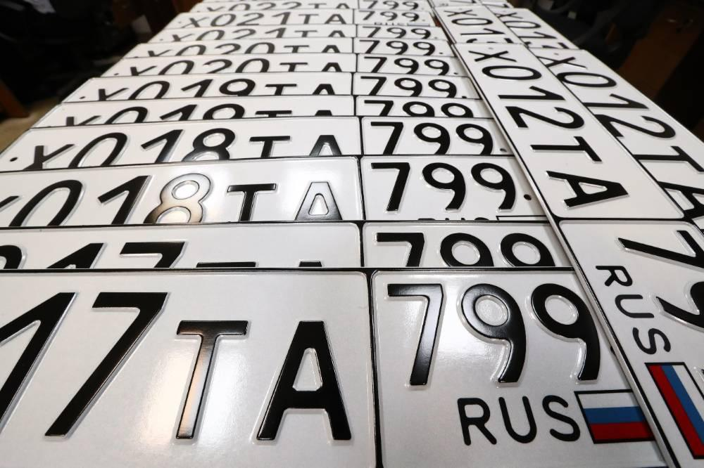 В России с 4 августа разрешено вешать номера нового формата на машины и мотоциклы
