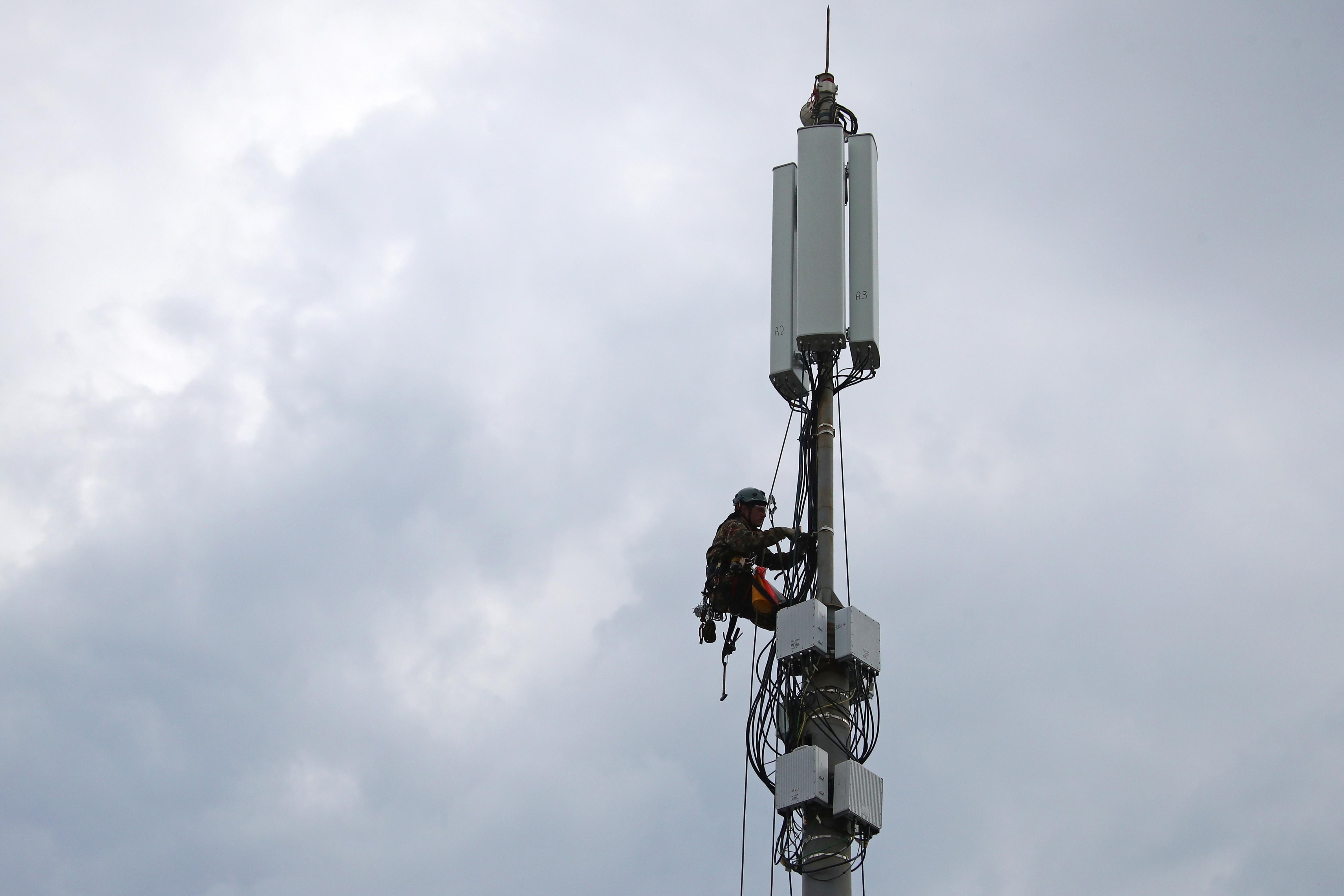 Мантуров заявил, что Россия изучает возможности создания сетей 6G